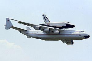 300px-Antonov_An-225_with_Buran_at_Le_Bourget_1989_Manteufel