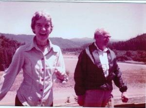 Mom dad traveling Oregon 1977