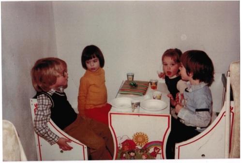 1981-moms-pix-sharing
